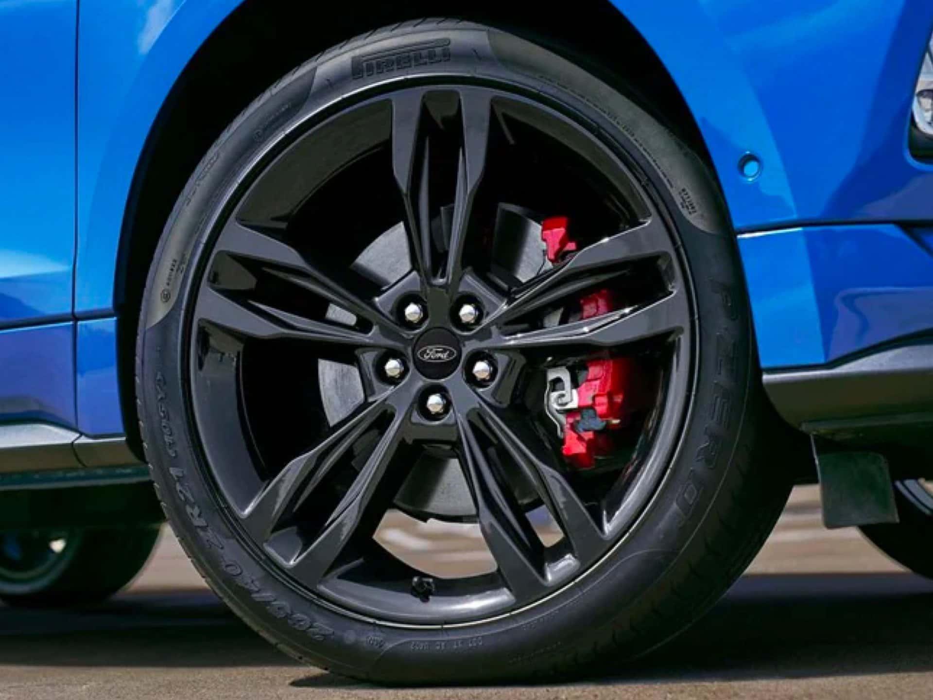 Side shot of Ford Edge ST wheel