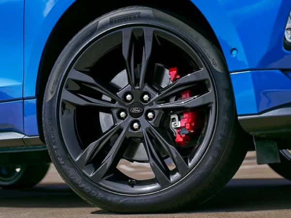 Blue Ford Edge ST wheel
