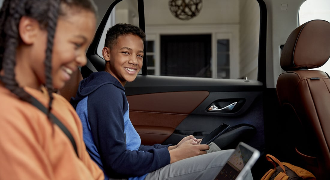 kids in the backseat using their wifi-connected devices