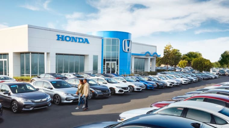 Car lot of Honda dealership