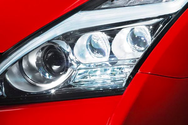 2021 Nisan GT-R LED headlights