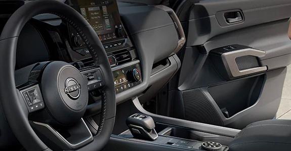 2022 Nissan Pathfinder steering wheel and dash